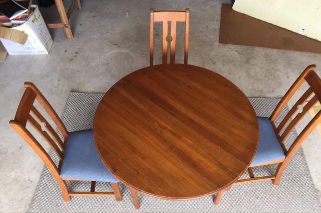 Mesa extensível com cadeiras