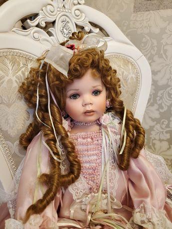 кукла фарфоровая коллекционная сидящая Донна Руберт