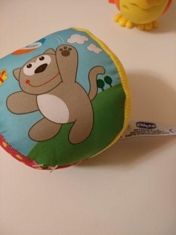 Новая игрушка погремушка мячик chicco