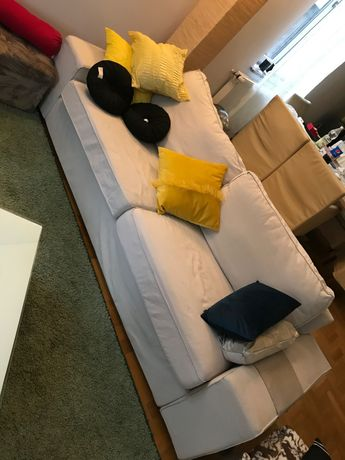 Fotel kremowy. Trzy osobowy fotel materiałowy