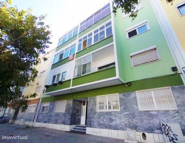 Apartamento T3, 2º Andar (Em Remodelação) - Costa da Caparica