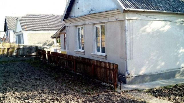 Продам  будинок у житловому стані.