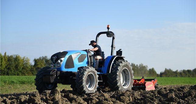 Landini 4 ciągnik traktor wynajem sprzedaż rolniczy sadowniczy