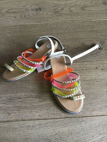 Sandały dziecięce Juicy Couture rozmiar 35 4+1 gratis