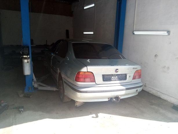 Розборка BMW E39 з двигуном 2.5 Бензин.