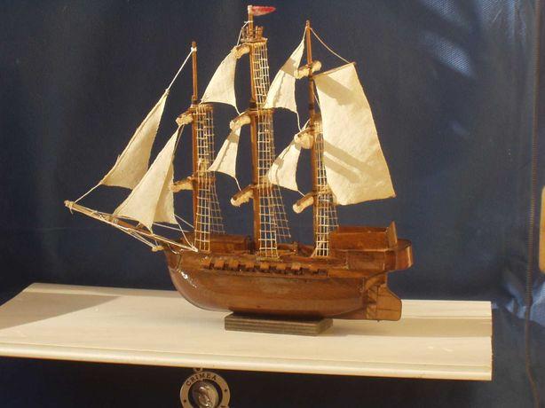 Модель яхты, морская тематика