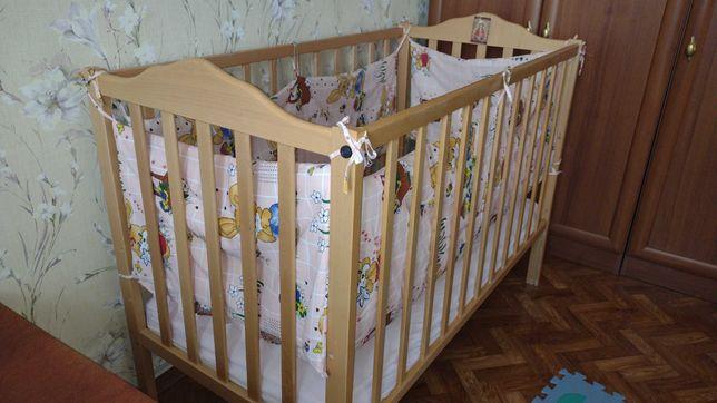 Дитяча кроватка з матрацом