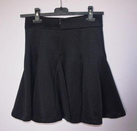 Spódniczka czarna, elegancka, Mohito, lekko rozkloszowana, xs,jak nowa