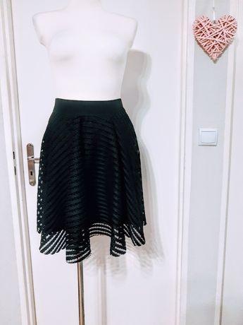 Spódnica czarna ażurowa rozkloszowana XL