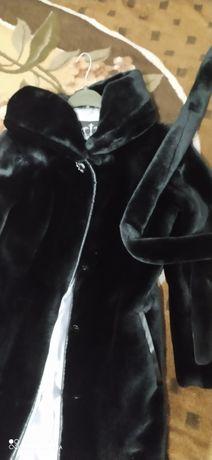 Черная шубка из искусственного меха под мутон/искусственная шуба