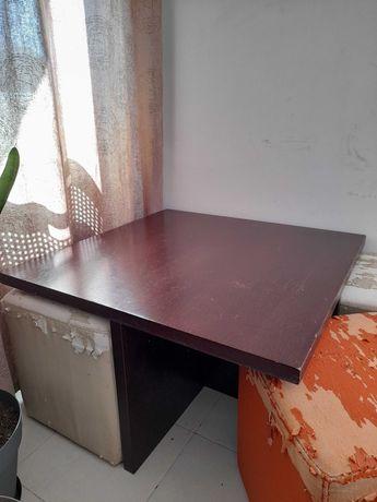 Mesa de centro em madeira maciça com 4 puffs