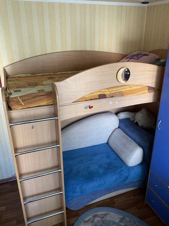 Кровать 2 ярусная 2 этажная + шкаф для одежды
