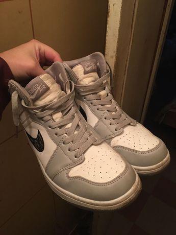 Продам Nike Air Jordan 1 Retro OG Dior (Вьетнам)
