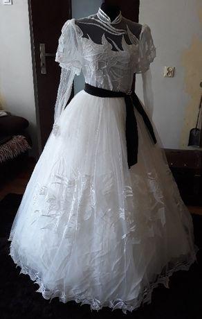 suknia ślubna księżniczna z rękawem
