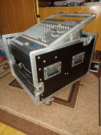 Rack kątowy na kółkach do montażu urządzeń