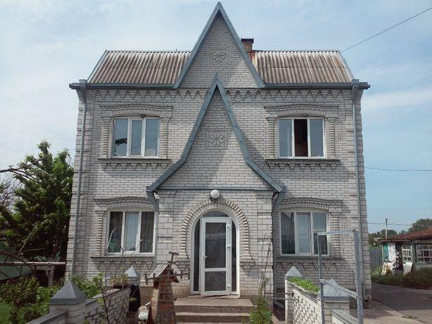 Цегляний двоповерховий будинок 1999 року в селі Саливонки. Ремонт.