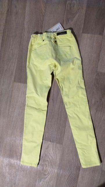 Новые джинсы , штаны 134 р, брюки из Антошки .mayoral, Benetton.