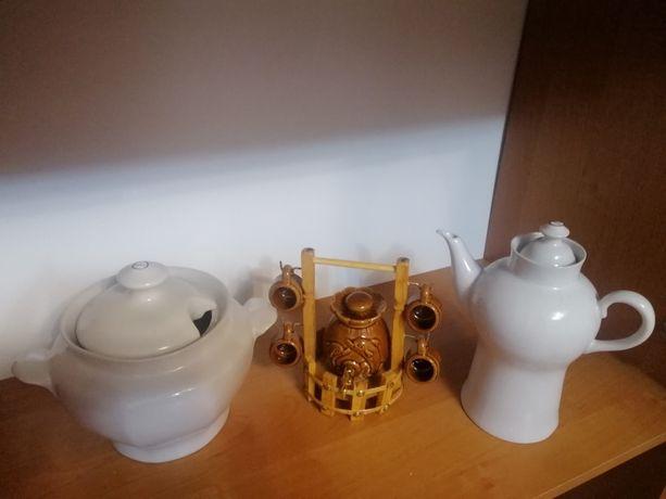 Сервиз з трьох предметив супниця чайник та сувенир