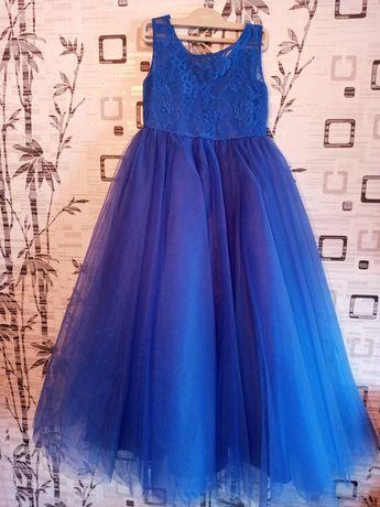 Синее насыщенное платье 6-8 лет с кружевом и пышной фатиновой юбкой