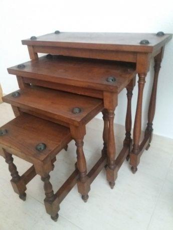 Mesas de apoio em madeira
