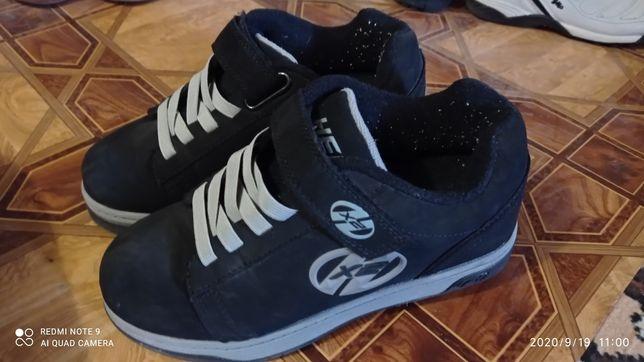 Продам кросівки на колесах.