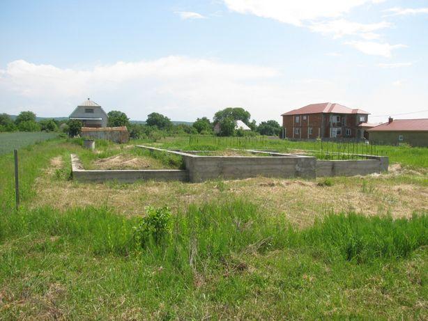 Земельна ділянка з фундаментом під забудову в с. Баранинці