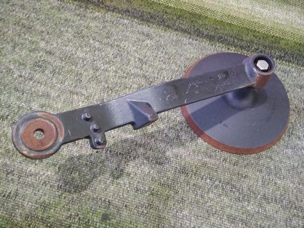 Стойка для JOHN DEERE N282111 + колесо прикатывающее на сеялку N282110