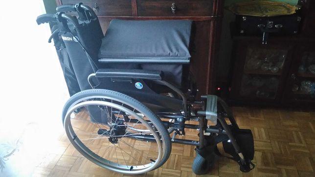 Vermeiren D200. Wózek inwalidzki z hamulcami.