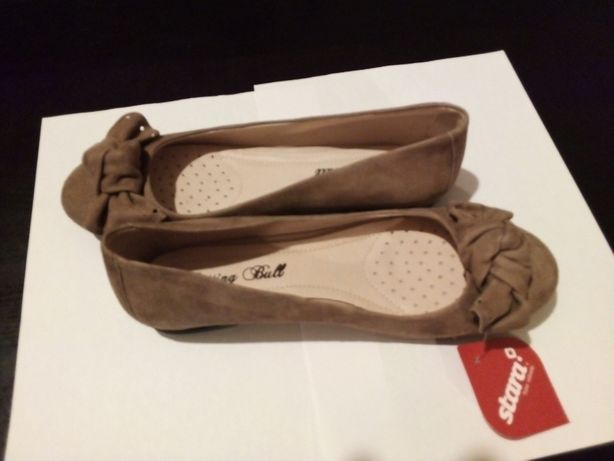 Sapatos novos, em pele, número 37