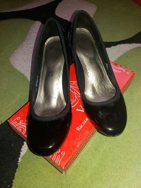 Лаковані туфлі 41