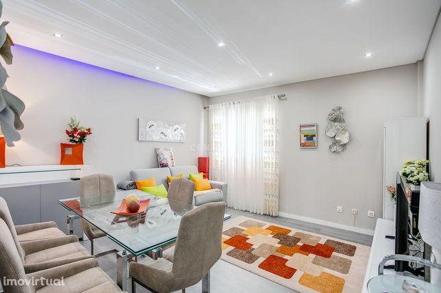 Excelente Apartamentos T2 Totalmente Remodelado Com uma Suite Em Quelu