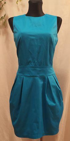 Sukienka w kolorze niebieskim