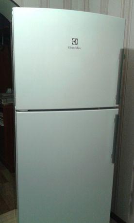 Холодильник Electrolux EJF4440AOW