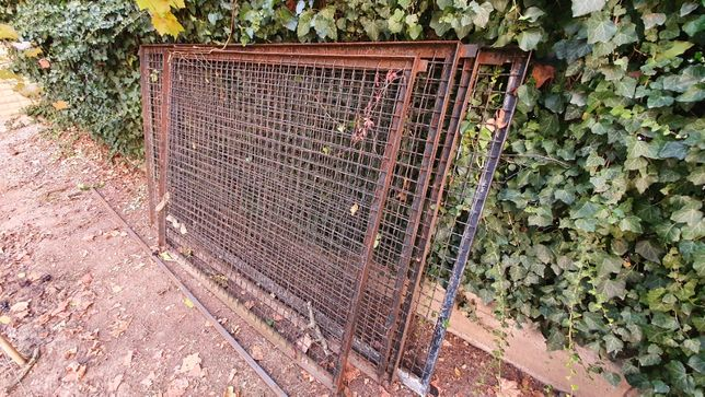 Забор из канилированной сетки