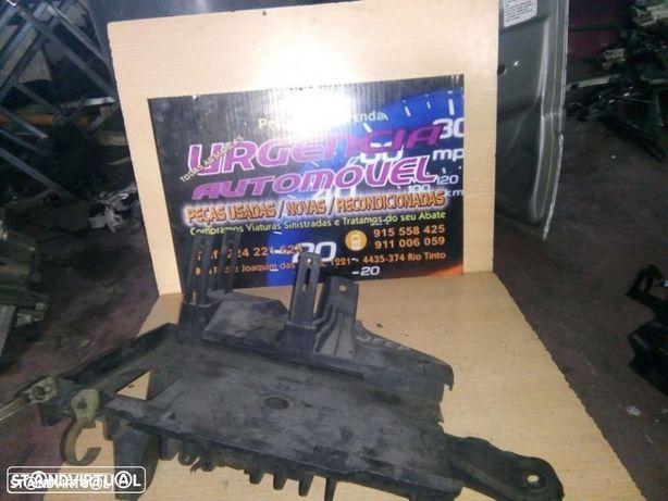 Suporte caixa bateria - Jeep Grand Cherokee 3.1 (1999-2003)