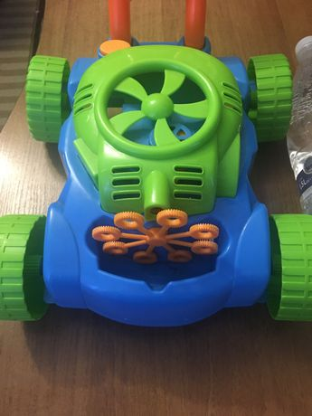 Машинка для пускання мильних бульбашок.
