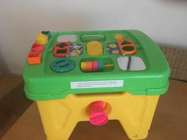 Mesa de atividades para bébé