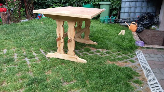 Drewniany stół...