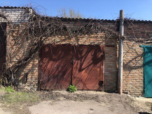 Капітальний гараж в центрі Любара