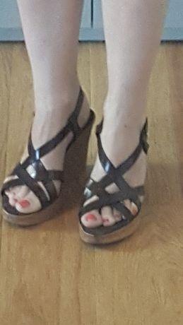 Piękne sandały na korkowej podeszwie