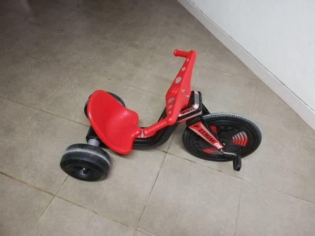 Vendo Triciclo de Pedais tipo Chopper