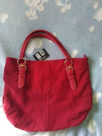 Красная сумка новая,но есть дефект