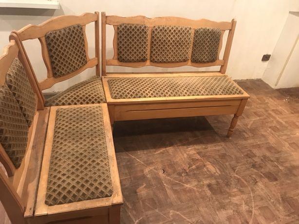 Мягкий уголок из дерева с двумя ящиками