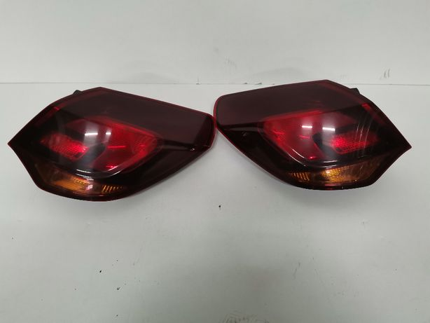 Lampa Prawa Tył Tylna Opel Astra 4 J HB 5-Drzwi