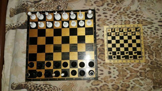Продаются шахматы (большие) и (маленькие)