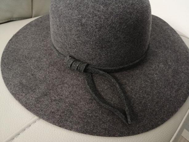 Piękny i elegancki kapelusz OCHNIK