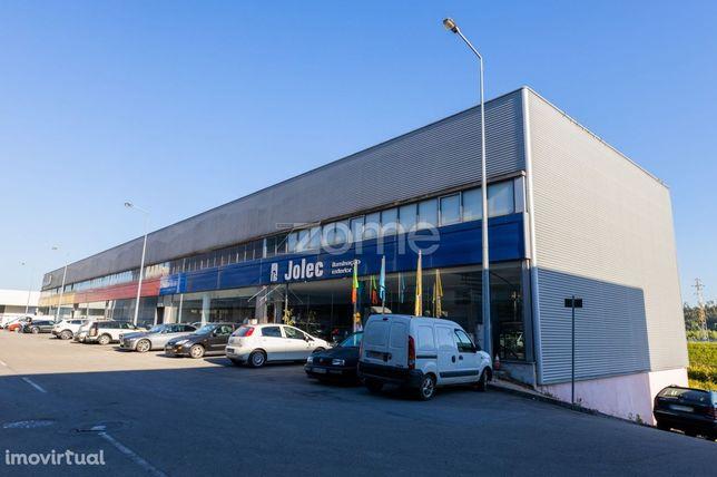 Pavilhão industrial com 645m2 em Sequeira, Braga