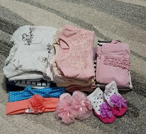 Paka ubranek dla niemowlaka.  Ubrania dla dziewczynki.  Wyprawka
