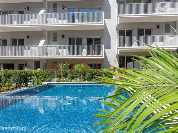Luxuoso Apartamento T2 MOBILADO em Condomínio com Piscina...