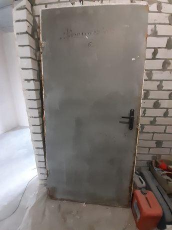 Металлическая дверь с замком. Строительная. Днепр. Слобожанское.